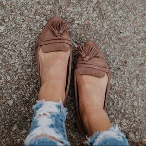 🆕Size 7.5 Victoria Tassel Flats in Taupe